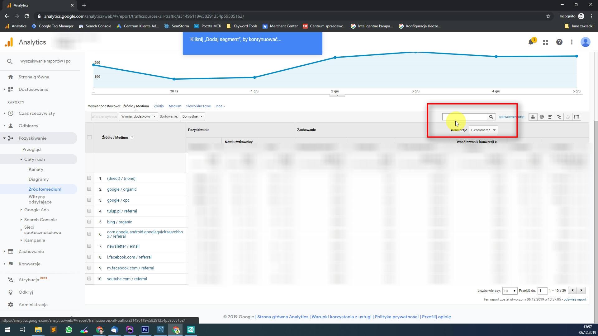 Na tym widoku mamy wszystkie dane ze źródeł z podziałem na media. Tagując dla google analytics praktycznie zawsze podaje się i uzupełnia utm_medium, w przypadku newsletterów będzie to np. email. Wyszukajmy w widoku i zawęźmi go tylko do newsletterów.
